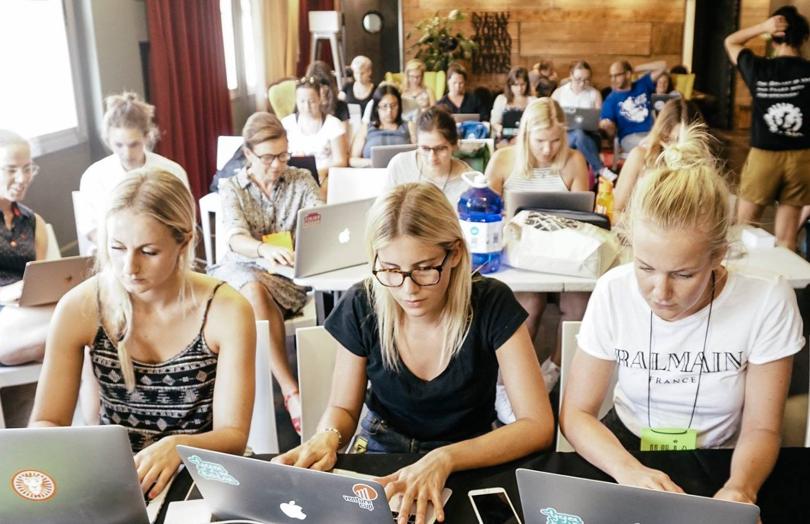 Pressmeddelande – Tjejer samlas på Engeltofta för att lära sig bygga en responsiv hemsida – på en helg